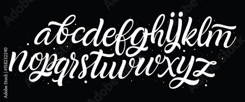 Czcionka pisma odręcznego. Ręcznie rysowane styl pędzla nowoczesnej kaligrafii kursywą krój. Alfabet strony i niestandardowe typografii dla wzorów: Logo, kartki okolicznościowe, plakat. Wektor zestaw literówka.