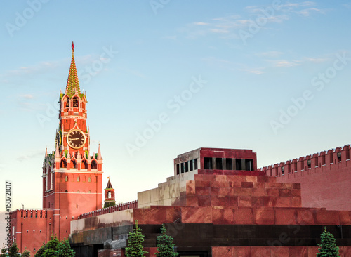 Valokuva Moscow, Russia. View of the Spasskaya Tower and Lenin's mausoleum