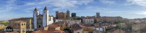 panorámica de la hermosa ciudad medieval de Cáceres en la comunidad de Extremadura, España