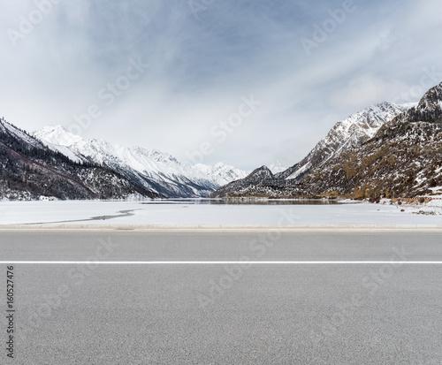 Canvas Print empty road in tibetan plateau