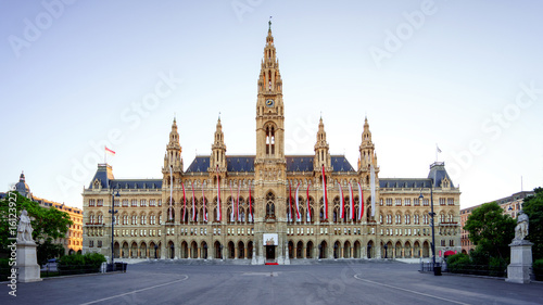 Photographie The city hall of Vienna - Wiener Rathaus (Neues Rathaus) in 4K UHD widescreen