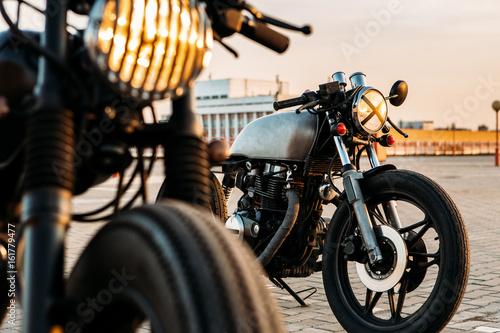Fotografia Vintage custom motorcycle cafe racer motorbike with lamp lights turned on
