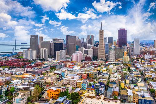 Naklejki na meble Szeroka perspektywa architektury miejskiej