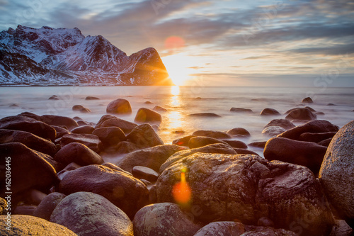 Fotografia Beautiful sunset over lofoten islands, norway, in a stormy day