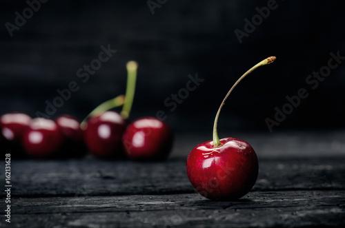 Cherries on a black table Fototapete