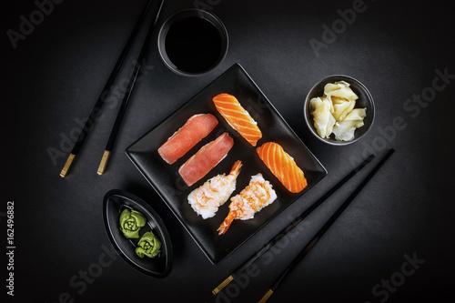 Obraz na plátně Sashimi sushi rolls