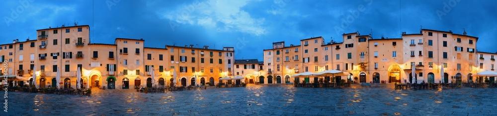 Nocna panorama Piazza dell Anfiteatro <span>plik: #162642650 | autor: rabbit75_fot</span>