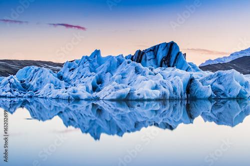 Fotografia Jokulsarlon, Iceland floating glacier ice