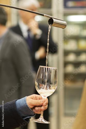 Fototapeta expert wine pourer venenciador with sherry wine