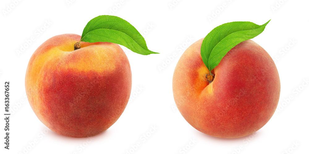Peach with leaf. Full depth of field. <span>plik: #163367652   autor: dizolator</span>