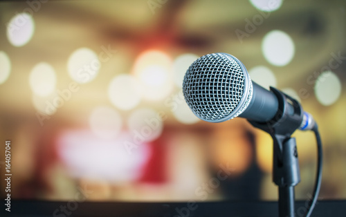 Photo Microphone for speaker on abstract blurred of speech in seminar room or speaking