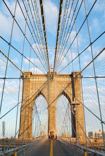 Obraz na płótnie Sławny most brooklyński 3D w ciepłym świetle słonecznym