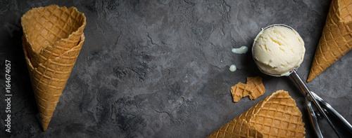 Canvas-taulu Vanilla ice cream on rustic background
