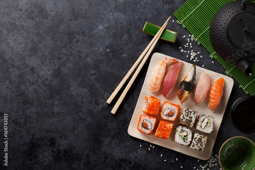 Fotografie, Obraz Set of sushi and maki roll and green tea