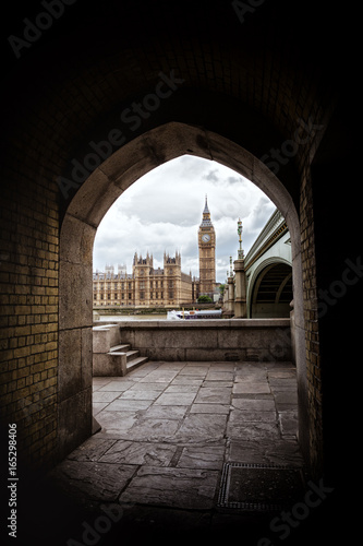 Tablou Canvas Houses of Parliament framed by an archway