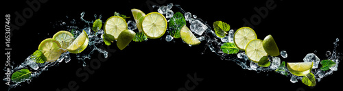 Fotografia Lime and mint with water splash