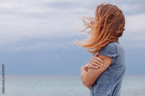 Woman alone and depressed at seaside Fototapet