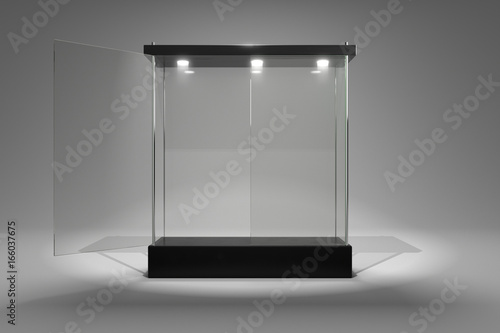 Fotografia 3D rendering glass cabinet front view for product show window half close half op