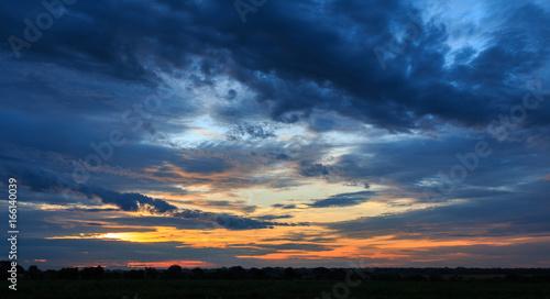 Valokuva Dark Sunrise