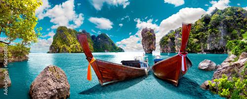 Fototapeta premium Malowniczy krajobraz Tajlandii. Plaża i wyspy Phuket. Podróże i przygody w Azji