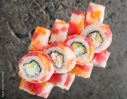Fototapeta Roll made with tuna, salmon and scallop