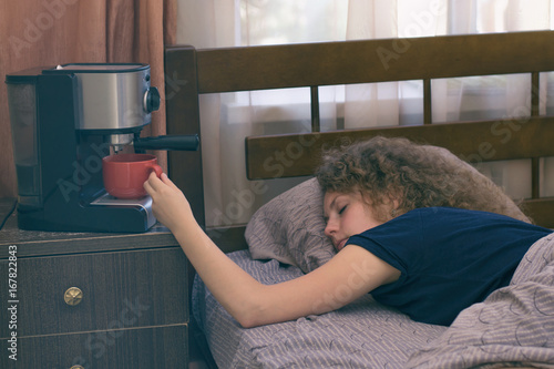 Fotomural A girl who can not wake up in the morning without a cup of coffee