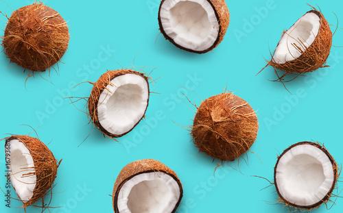 Foto Coconut pattern on a blue background
