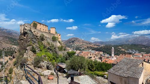 Tableau sur Toile citadel of corte corsica on blue sky wide panorama background / Zitadelle von Co