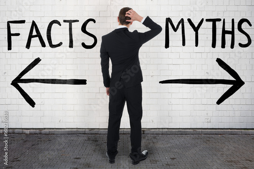 Fotografia Businessman Looking At Arrow Signs Below Facts And Myths