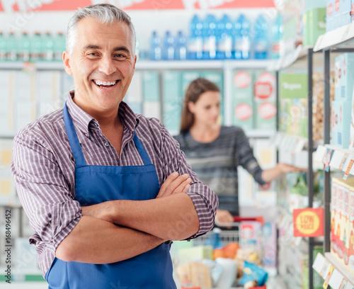 Foto Supermarket clerk portrait