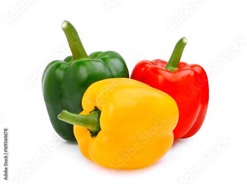 Foto Gelb, Rot, Grün, süßer grüner Pfeffer oder spanischer Pfeffer lokalisiert auf we