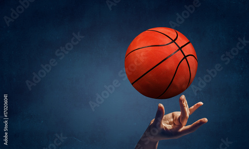 Plakat Koszykówka w jednym palcu
