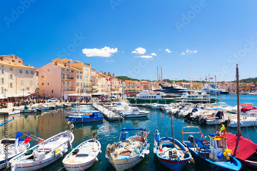 Fotografia view on colorful harbour in Saint Tropez, cote d'azur, french riviera, south Fra