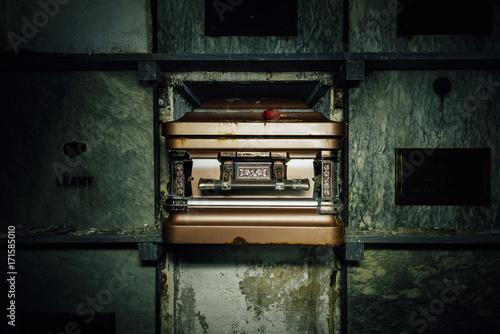 Valokuva Decrept Coffin - Abandoned Mausoleum