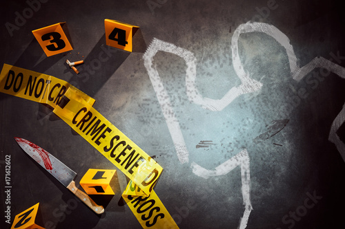 Fotografia White outline with bloody knife at crime scene
