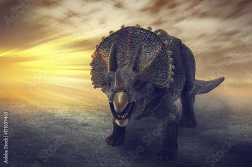 Fototapeta premium dinozaury - dinozaury Triceratopsa bawią się obrazowaniem cyfrowym jak prawdziwe. ze sceną dramatyczną.