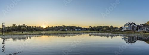Fotografia scenic sunrise at the canals in Essex