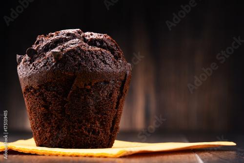 Obraz na plátně Chocolate muffin on wooden table