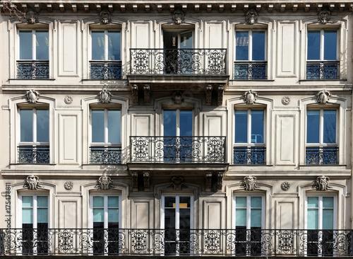 Tablou Canvas Real Estate - Paris - France