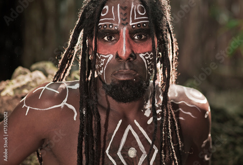 Canvas Print Black man with dreadlocks in the image of the Taino Indian in habitat, body pain
