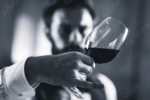 Canvas Print Sommelier tasting wine