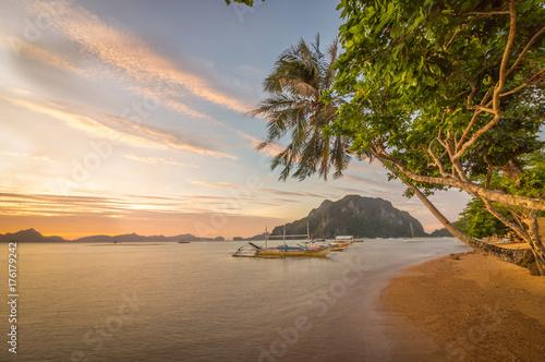 El Nido Beach, Sunset Palms