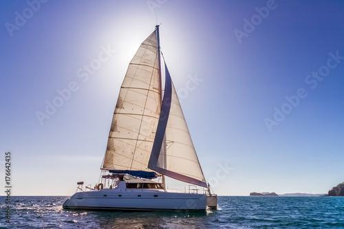 Foto Backlit catamaran