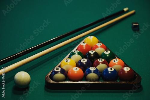 Obraz na plátně Playing billiard