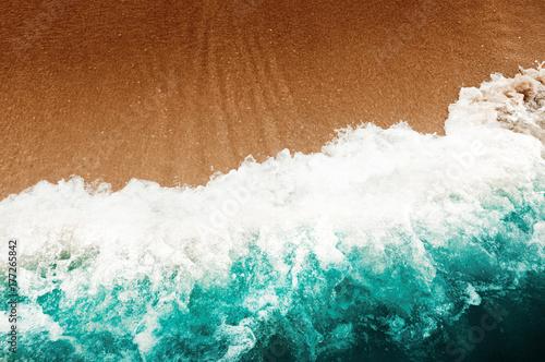 Carta da parati Wave Of Blue Ocean On Sandy Beach