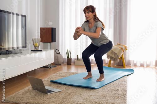 Obraz na plátně Doing exercise at home