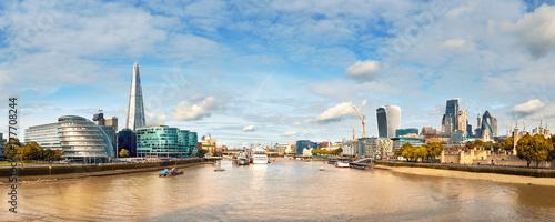 Billede på lærred London, South Bank Of The Thames on a bright day, panoramic image