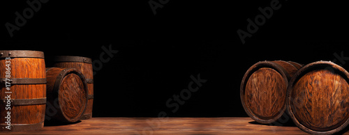 Valokuva Rustic wooden barrel on a night background