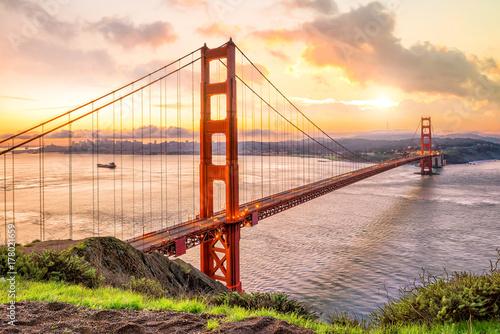 Wallpaper Mural Golden Gate Bridge in San Francisco