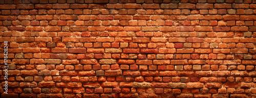Ściana z cegieł czerwonego koloru tło